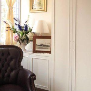 Corner shot of TV Consolse - Closer look at a cosy corner